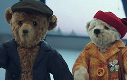 Due orsacchiotti anziani tornano a casa: il commovente spot natalizio dell'Aeroporto di Heathrow