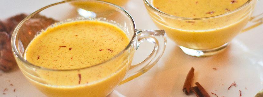 Bevande calde contro l'influenza: latte d'oro alla curcuma