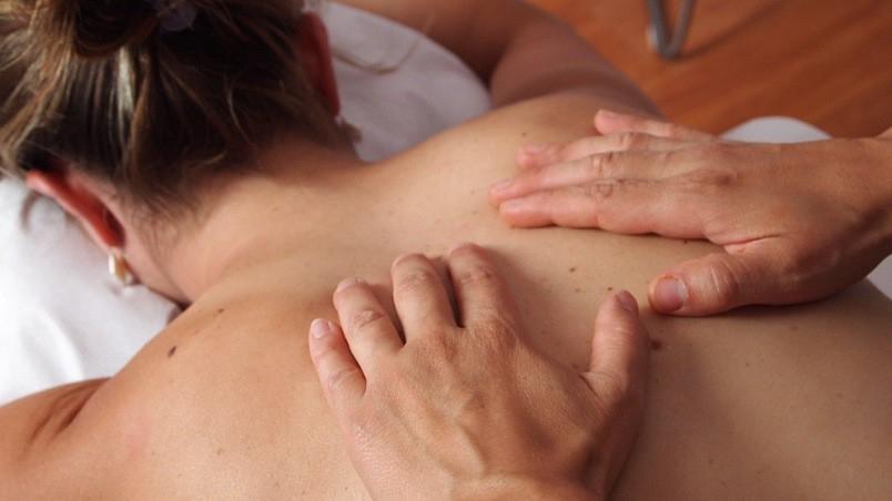 Massaggio sensuale e rilassante al partner: tecniche e consigli