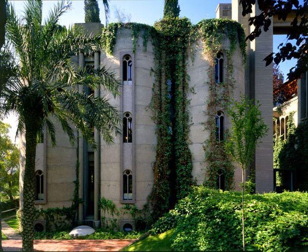 Architetto spagnolo trasforma un cementificio in casa-ufficio