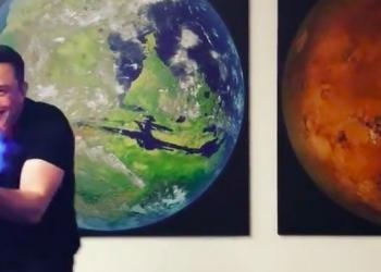 Il lanciafiamme di Elon Musk che fa impazzire il web: venduti già 10 mila pezzi