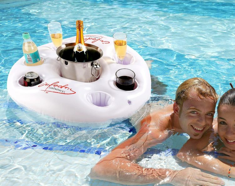 I gonfiabili da mare e piscina più belli e fantasiosi per l'estate