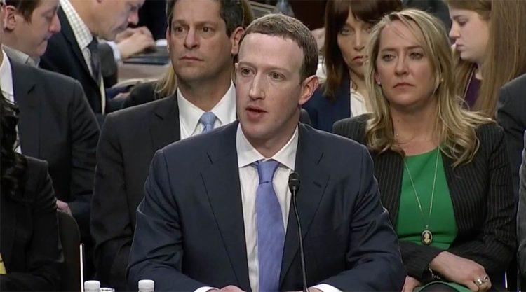 S'io fossi Mark Zuckerberg vi farei tornare ai tempi degli sms e delle cartoline