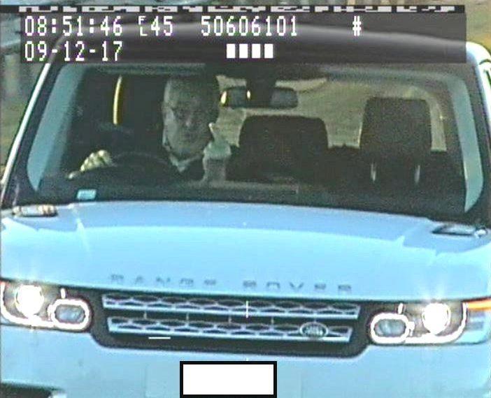 Elude gli autovelox e fa il dito medio alle telecamere: arrestato.