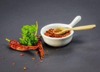 Mangia il peperoncino più piccante del mondo e finisce in ospedale