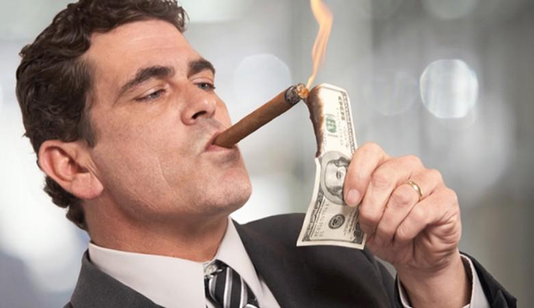 Milionario lascia la moglie senza eredità dopo 42 anni di matrimonio
