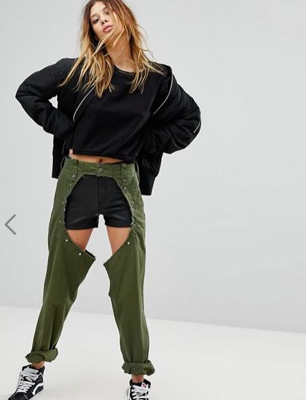 La gente sta spendendo 122 $ per questi jeans strappati