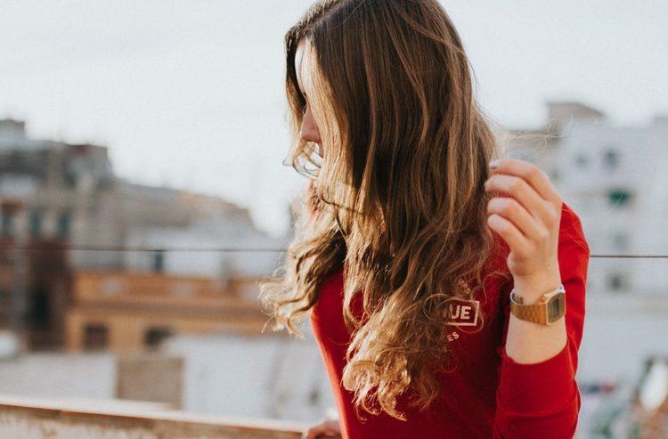 Ci sono molti rimedi naturali per curare i capelli danneggiati dopo le vacanze al mare. Scopriamo insieme quali sono