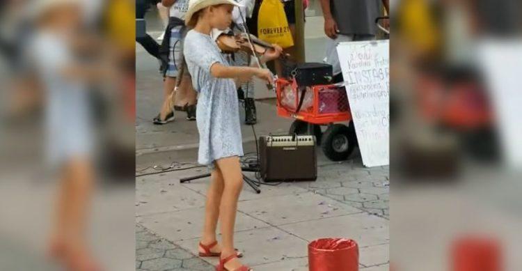 """Bambina suona il violino e la sua """"Despacito"""" diventa virale"""