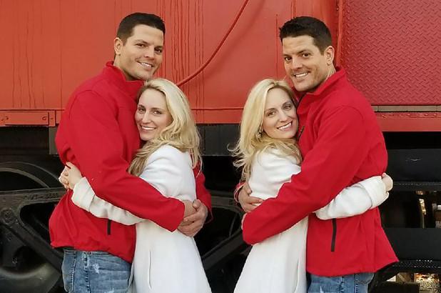 Due sorelle gemelle sposano due fratelli gemelli
