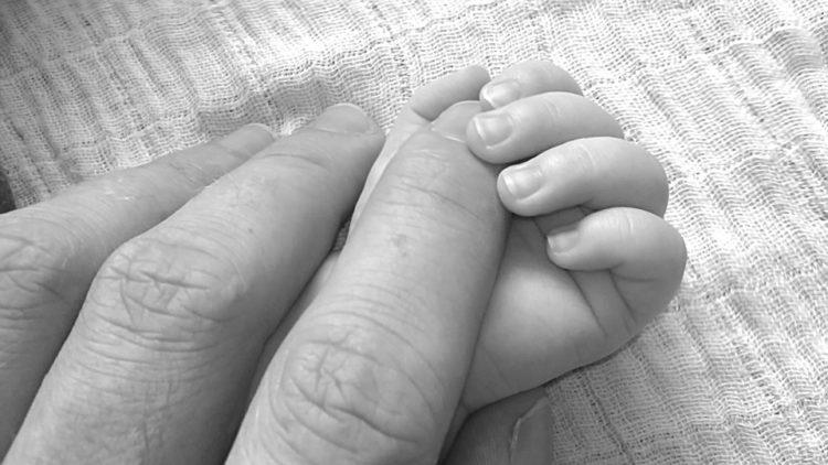 """Il commovente annuncio di Facebook che è diventato virale:""""Cerco nonni adottivi da abbracciare"""""""