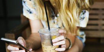 Smartphone mania: il 73% degli italiani non farebbe mai a meno del telefonino