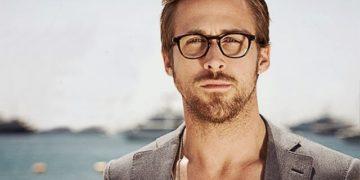 Ryan Gosling visita il locale diventato famoso grazie al suo cartonato