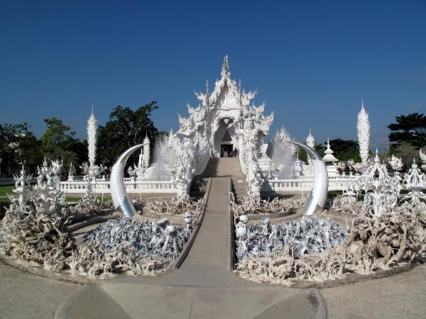 Wat Rong Khun è il tempio demoniaco thailandese che assomiglia al paradiso