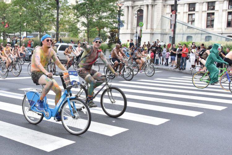 La nuova moda dei ciclisti nudi parte da Philadelphia