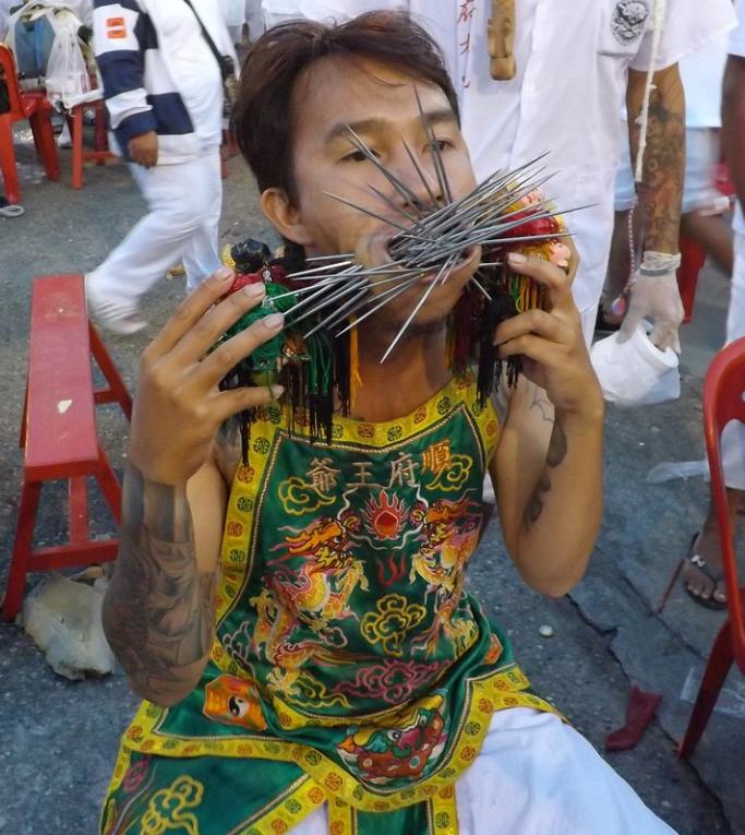 I piercing estremi visti al Festival Vegetariano vi lasceranno a bocca aperta