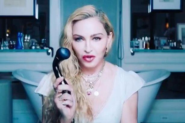 Madonna lancia MDNA Skinner, un rullo per la pelle da 150£ che somiglia a un sex toy