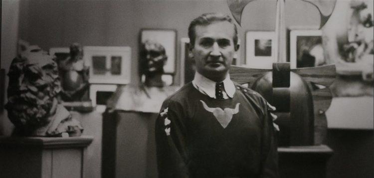 Szukalski nel suo laboratorio