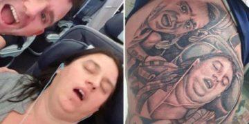Si tatua una foto della moglie che russa per farle uno scherzo. Matrimonio a rischio?
